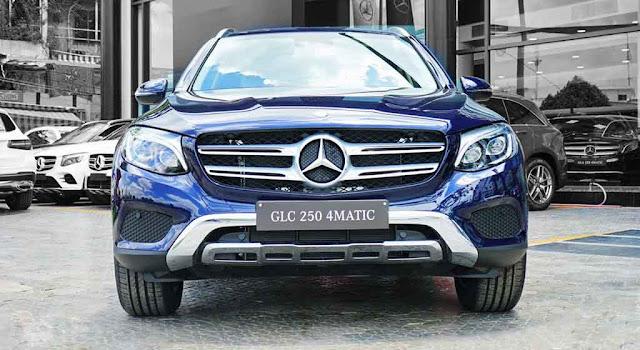 Phần đầu xe Mercedes GLC 250 4MATIC 2018 được thiết kế khỏe khoắn, mạnh mẽ