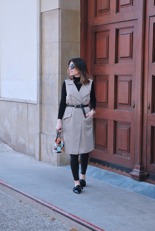 TOTAL BLACK & TRENCH.