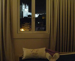 Janela de quarto de hotel no Porto