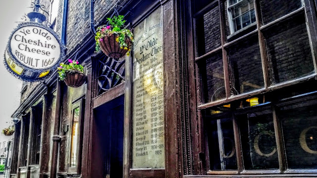 Historic London Pub, where you can hear the River Fleet