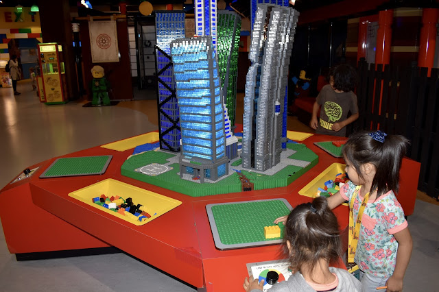 earthquake table legoland