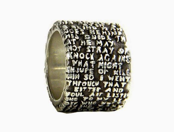 Ingeniosos y únicos anillos de metal.Ingeniosos y únicos anillos de metal.