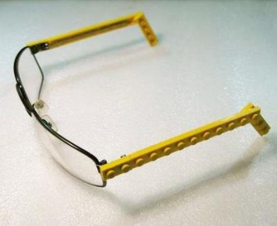 6. Gagang kacamata dari lego