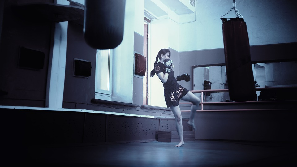 https://pixabay.com/en/kickboxer-girl-kickboxing-1558204