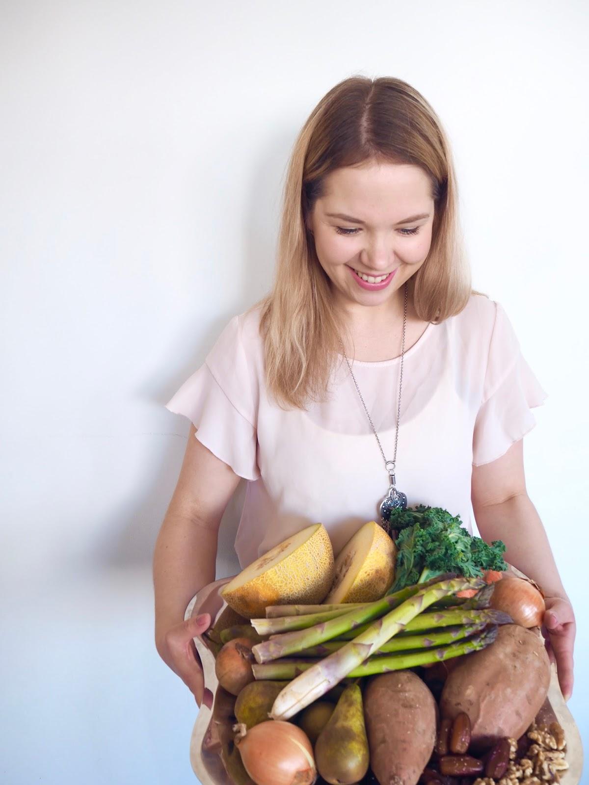 Kasvimaani Kasvisboxi sisältää 5-7 kiloa sesonkikasviksia ja hedelmiä