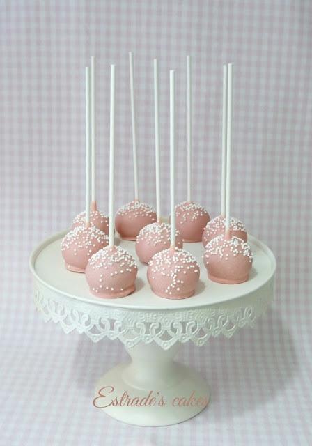 cake pops para Primera Comunión en rosa y blanco 1