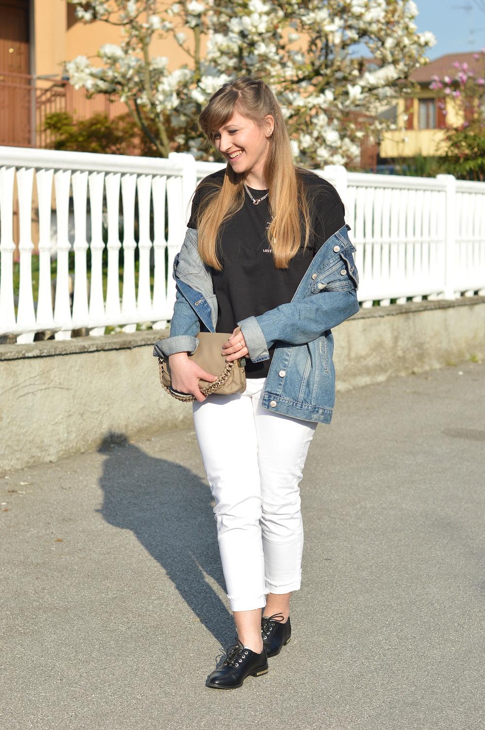 White jeans u0026 denim jacket itu0026#39;s a good idea. - The Dress Sense