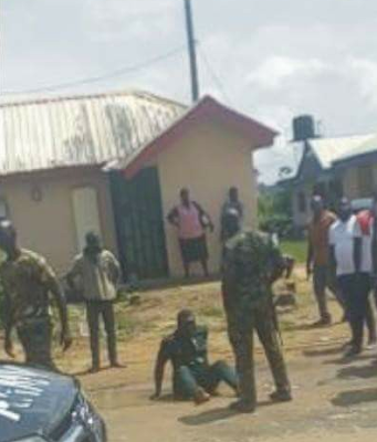 Soldiers Punish Man For Burglary and False Accusation In Sapele, Delta State