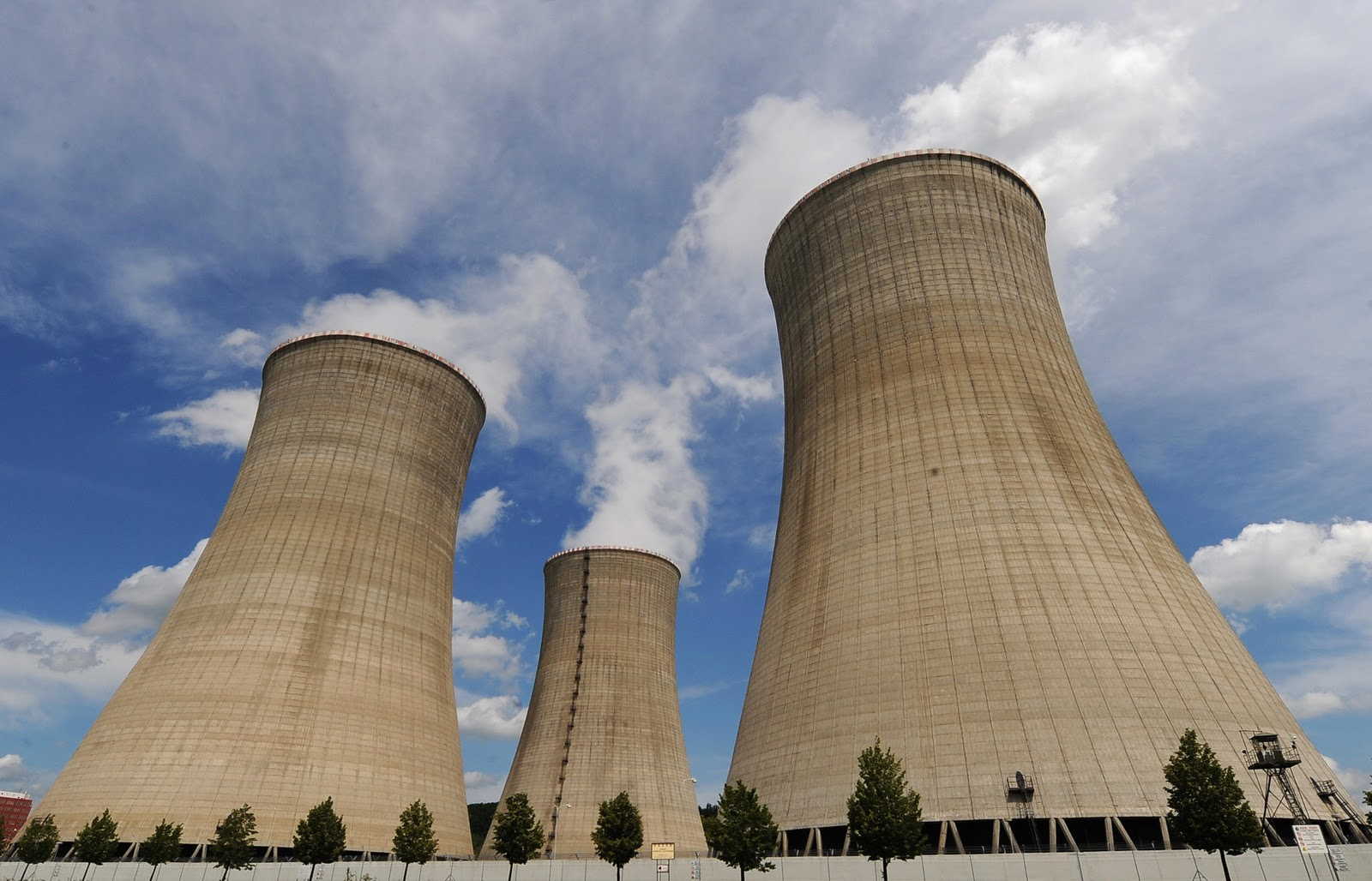 photos of cooling towers nuclear power plants