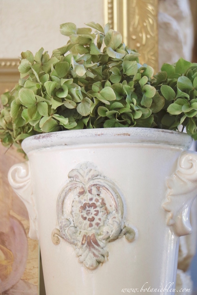 french-style-white-urn