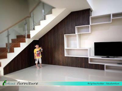 kabinet tv dan bawah tangga minimalis