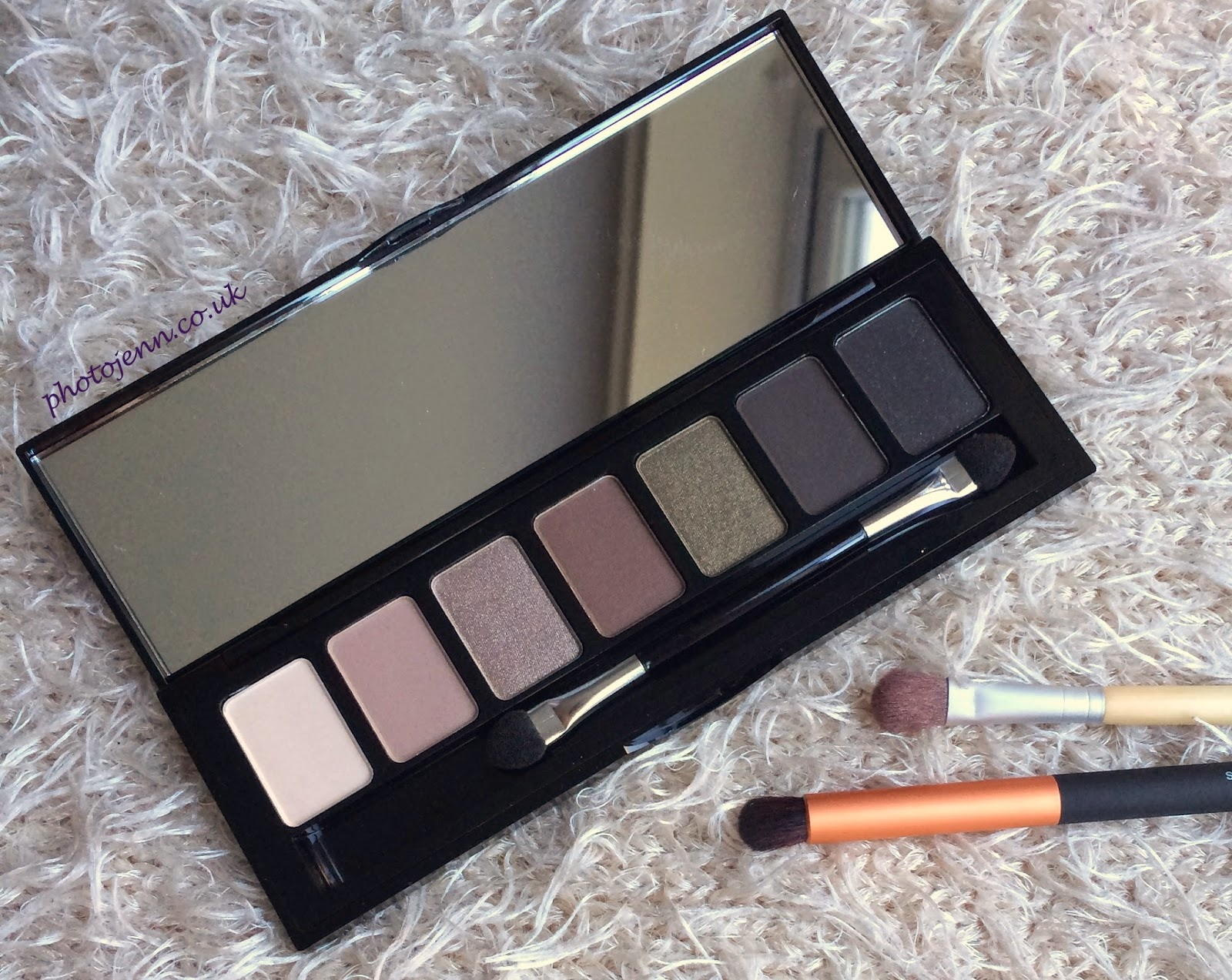w7-angel-eyes-silky-eyeshadow-palette-nude-neautral