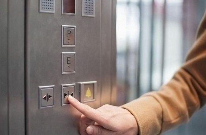 """Χαμός σε πολυκατοικία στην Χαλκιδική: Το σημείωμα του διαχειριστή στο ασανσέρ που """"άναψε"""" τα αίματα!"""