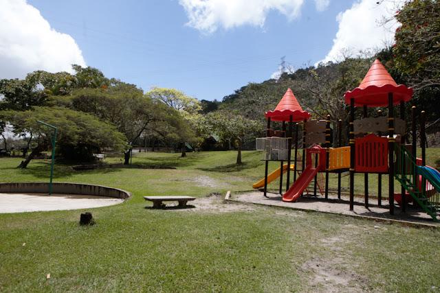 Zona abierta para la recreación y esparcimiento y parque infantil del parque Vinicio Adames. Horario y entradas al Parque Vinicio Adames (Actualizadas)