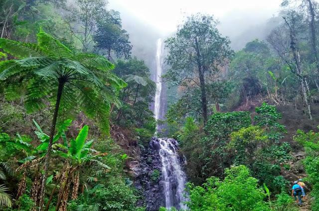 Wisata : Curug Semawur Bawang Batang | Keindahan Air Terjun Alami dibawah Kaki Gunung Prau