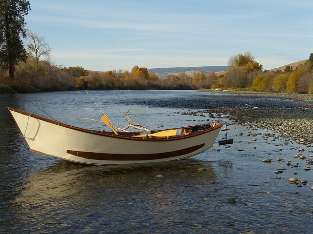 picture of boat in stream