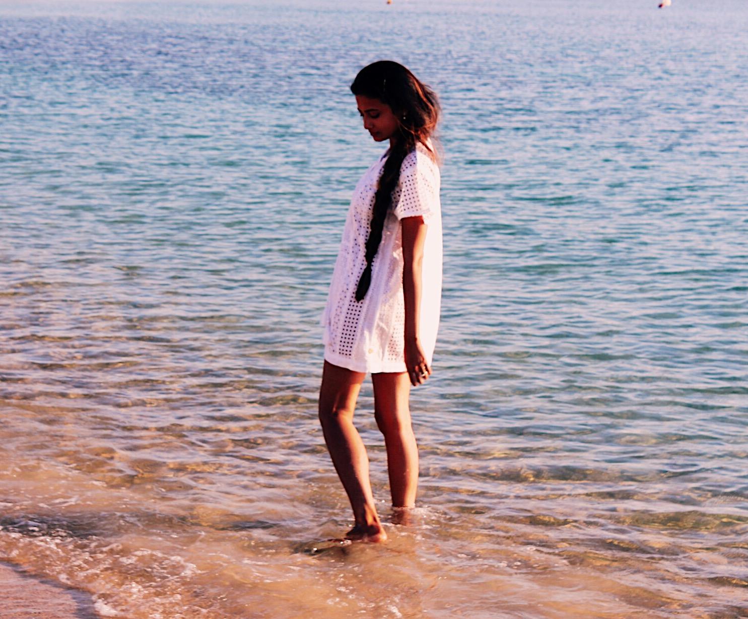 the good beach life, dryrobe, simply swim, beach holiday essentials, naxos greece, indian blogger, uk blog