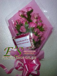 bunga tangan mawar pink berdiri