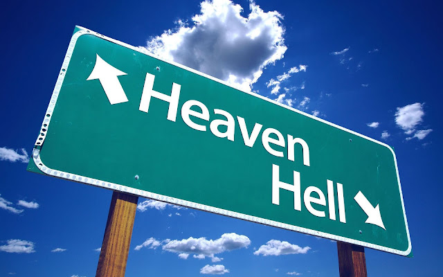 Groen bord met de tekst heaven en hell