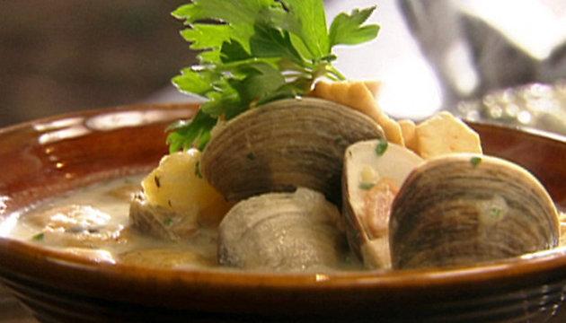طرق مختلفة لعمل حساء الفواكه البحرية