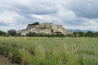 Pueblo y castillo de Grignan.