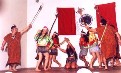 Foto de jóvenes con vestimenta de shipibos