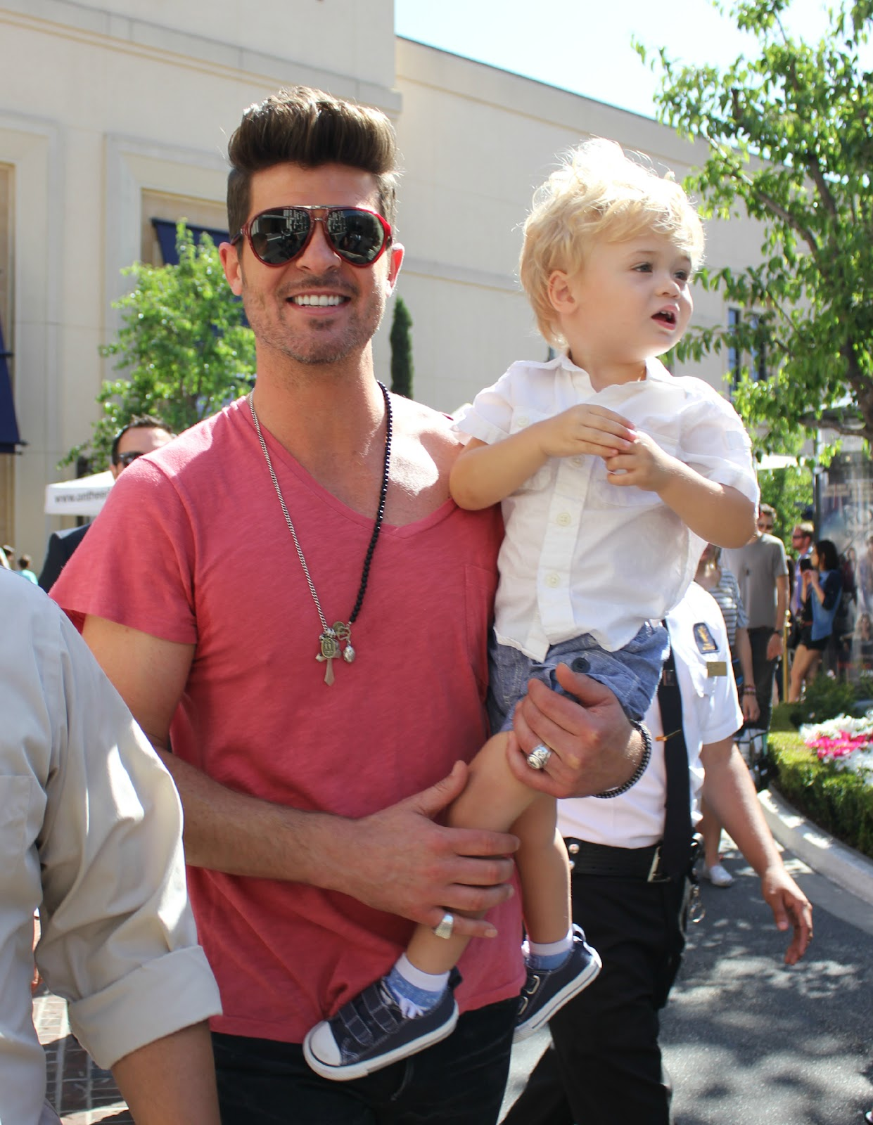 Robin Thicke Takes Son To Work On Set Of Extra Photos