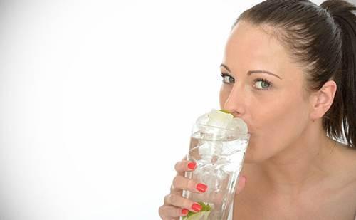 Uống nước đá giảm cân nhanh nhất