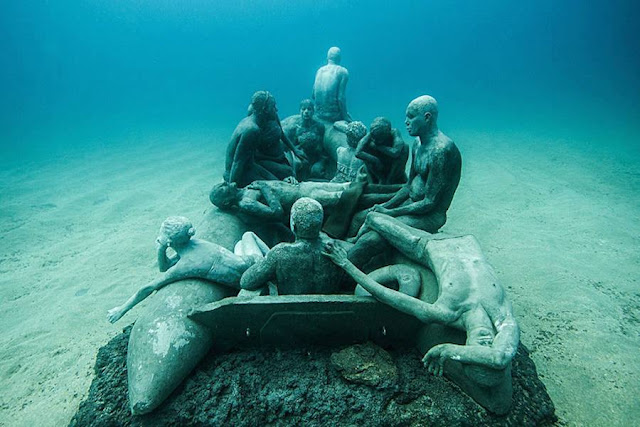 Underwater Museum Installation in Lanzarote Featuring Human Sculptures