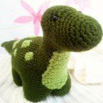 http://inspirakcija.eu/2016/02/20/dexter-the-dinosaur-free-amigurumi-pattern/