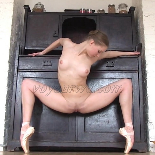 Professional nude ballet dancer doing a workout, flexibility and plastic at a decent level