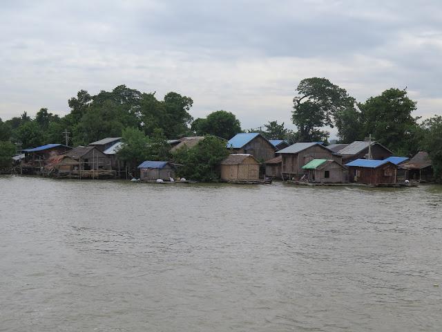 Río Ayeryarwady a su paso por Mandalay