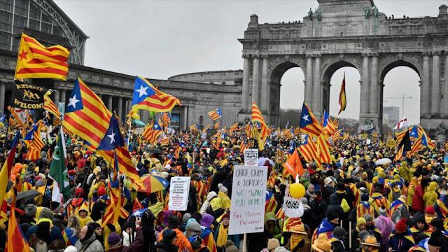 Miles de catalanes independentistas se manifiestan en Bruselas