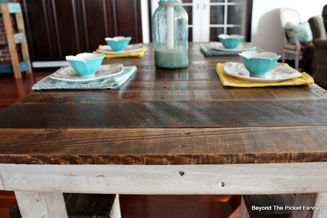farmhouse table, pallets, reclaimed wood, country kitchen, http://goo.gl/z9bPYj