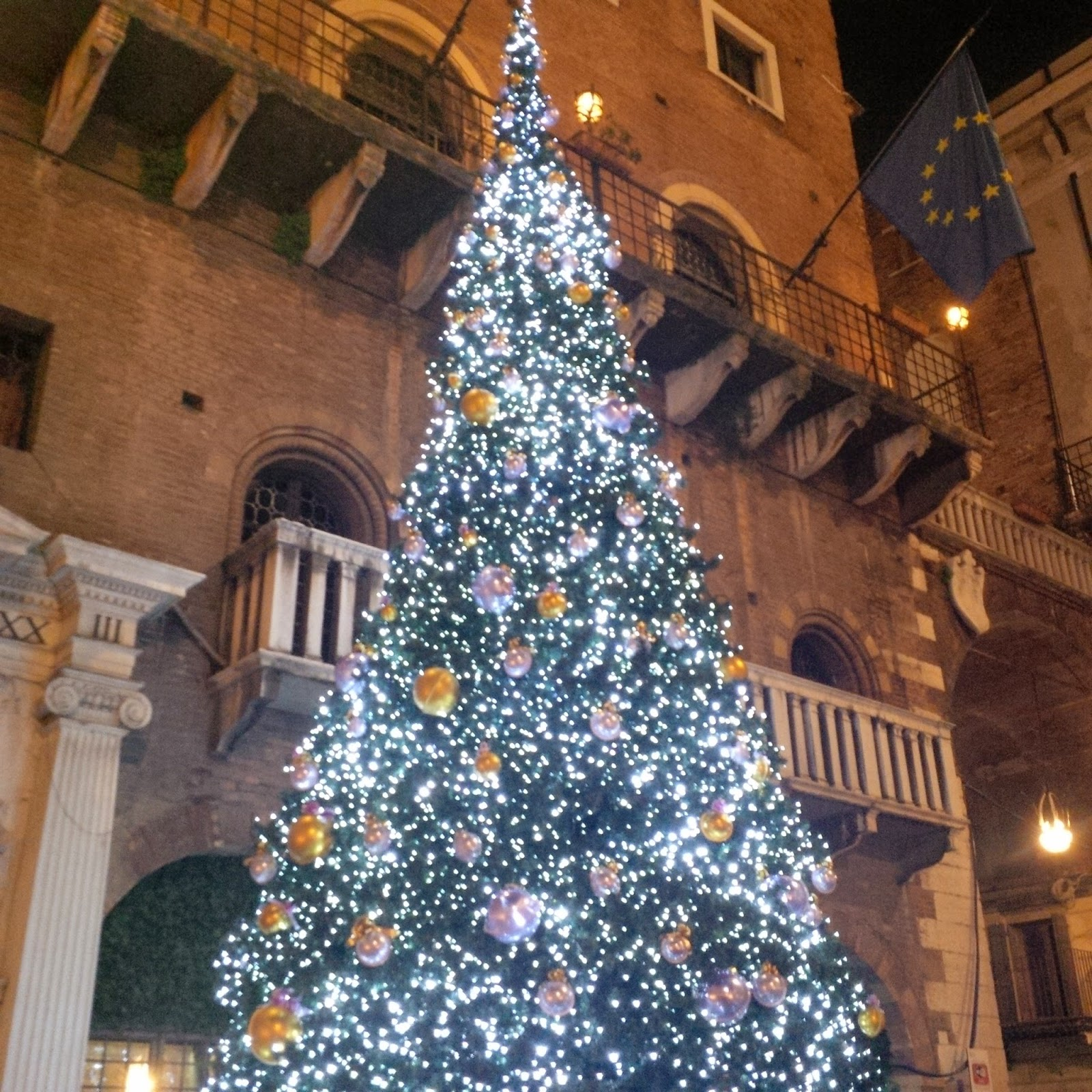 A sparkling Christmas tree at the Christmas market in Verona