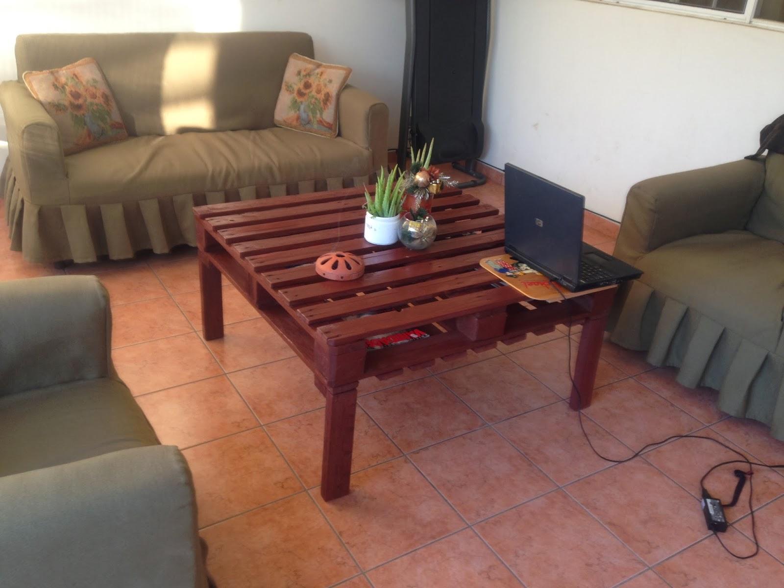 Mesa para sala hecha de tarimas for Cosas recicladas con tarimas