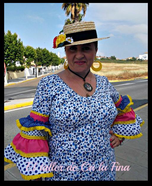 Vestida para la Romería de Aljaraque con canotier