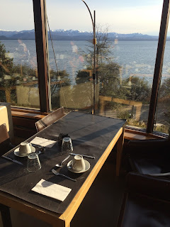 Vista do restaurante do hotel Design Suites em Bariloche