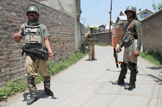 2-soldiers-killed-4-others-injured-in-militant-attack-on-army-convoy-in-kashmir