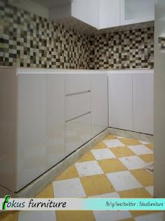 Kabinet kitchen set bawah sebelum dipasang granit