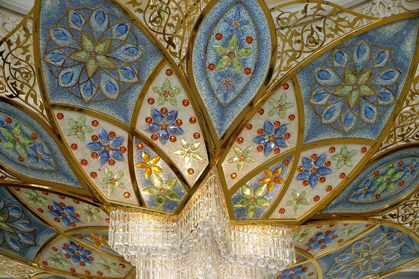 UAEのシェイク・ザイード・グランド・モスクの綺麗なデザイン模様