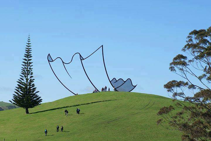 30 Of The World's Most Incredible Sculptures That Took Our Breath Away - Cartoon kleenex sculpture, New Zealand
