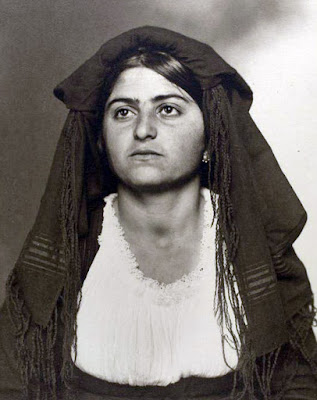 photo of Italian immigrant woman from Ellis Island