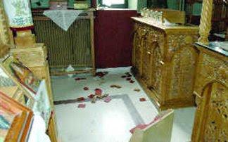 Έκλεψαν από εκκλησία ασημένιους σταυρούς, χρυσό μενταγιόν και χρηματικό ποσό από το παγκάρι