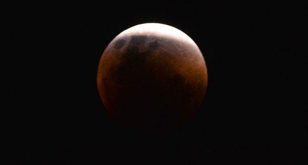 Maior eclipse total da Lua do século 21 ocorre nesta sexta-feira (27)