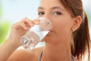 Uống nhiều nước trắng để thanh lọc cơ thể