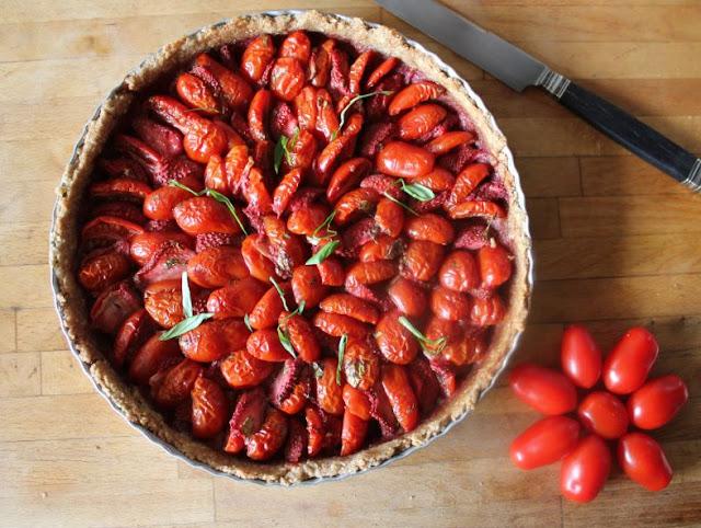 https://cuillereetsaladier.blogspot.com/2015/07/tarte-tomates-fraises-parfum-basilic.html