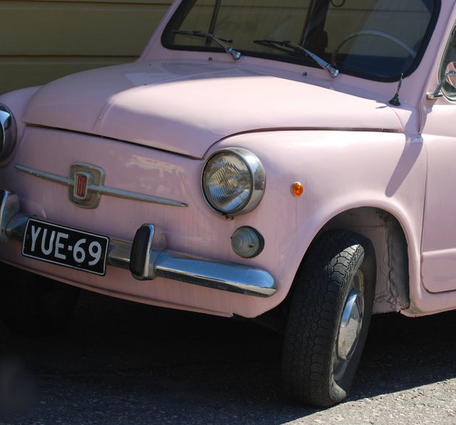 pink car, pink, pinkki, porvoo, vanha porvoo