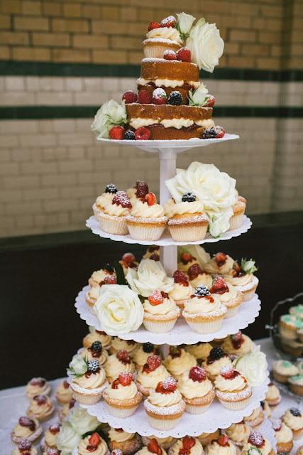 tort z babeczek, cupcake na ślub