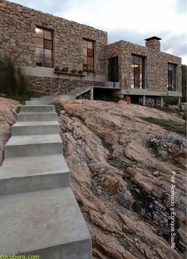 Casa contemporánea hecha de piedra en Uruguay 2011